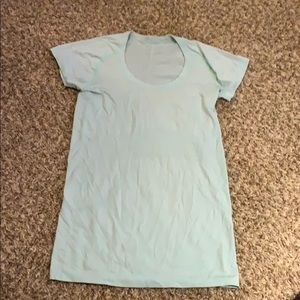 Woman's light green LULULEMON Swift Shirt Size 6